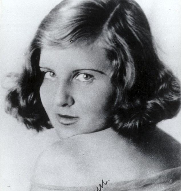 Eva Braun, Adolf Hitlerin hayat arkadaşı (DY-1912) tarihte bugün