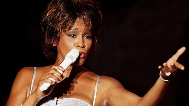 Whitney Houston öldü
