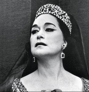 Moskova'da Bolşoy Tiyatrosu'nda sahneye çıkan opera sanatçısı Leyla Gencer, Verdi'nin 'La Traviata' adlı yapıtında büyük başarı kazandı.  tarihte bugün
