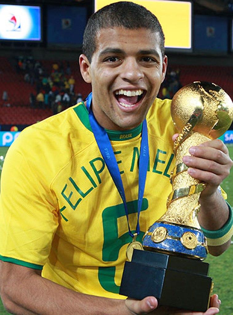 Felipe Melo, Brezilya'l� futbolcu tarihte bug�n