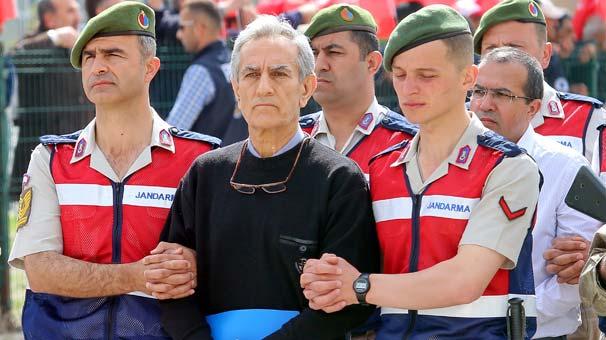 Fetullahçı Terör Örgütü'nün (FETÖ) 15 Temmuz'daki darbe girişimi sırasında Genelkurmay Başkanlığındaki eylemlerle ilgili aralarında sözde -Yurtta Sulh Konseyi üyelerinin de bulunduğu 221 sanık hakkında açılan dava başladı. tarihte bugün