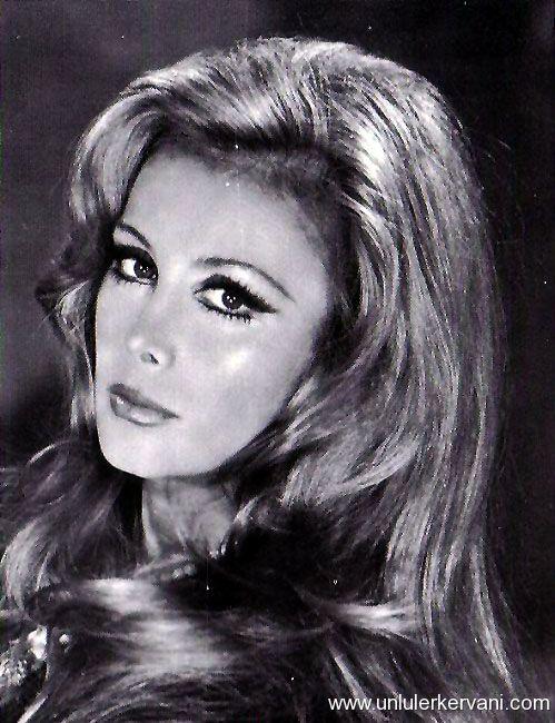 Filiz Akın, yeşilçam oyuncularından, aktris tarihte bugün
