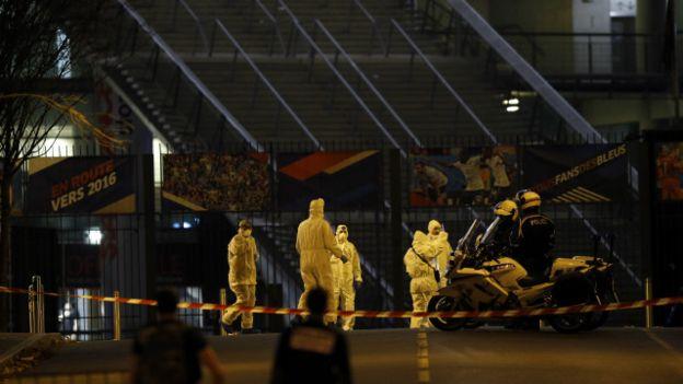 Fransa'nın başkenti Pariste terör saldırısı. Kkentin farklı noktalarında silahlı ve bombalı saldırılarda 127 kişi öldü.  tarihte bugün