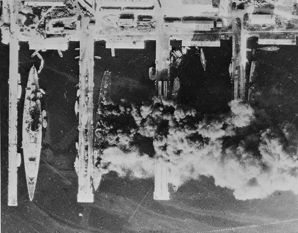 Fransız donanması kendini batırdı