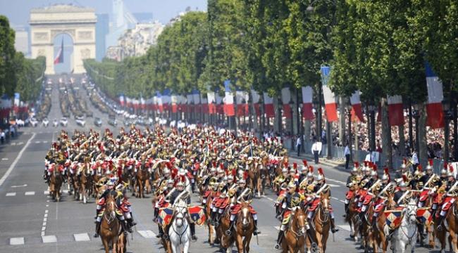 Fransızlar krallığa karşı ayaklandılar. Halk Paris Bastille Hapishanesi'ndeki siyasi tutukluları serbest bıraktırdı. Cumhuriyetin başlangıcı olan 14 Temmuz Fransızların ulusal bayramıdır. tarihte bugün