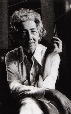 Füreya Koral, Türkiyenin ilk kadın seramik sanatçısı (DY-1910) tarihte bugün