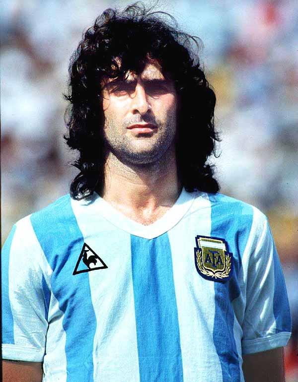 Mario Kempes, Arjantinli eski milli futbol oyuncusu tarihte bugün