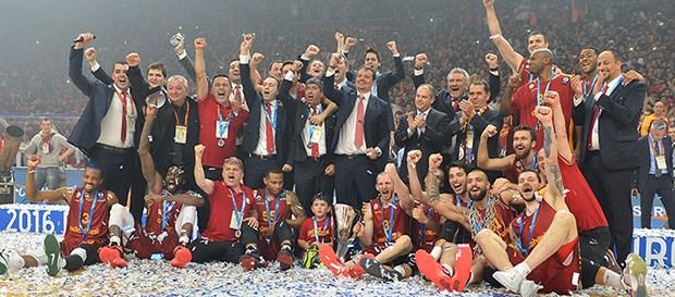 Galatasaray Odeabank, deplasmanda 66-62 yenildiği Fransız ekibi Strasbourg'u Abdi İpekçi'de 78-67 yendi. Eurocup'ı kazanan ilk Türk takımı oldu. tarihte bugün