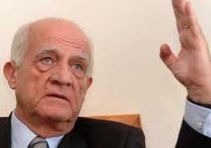 Gazeteci Cüneyt Arcayürek, Cumhuriyet Gazetesi yazarı idi. tarihte bugün
