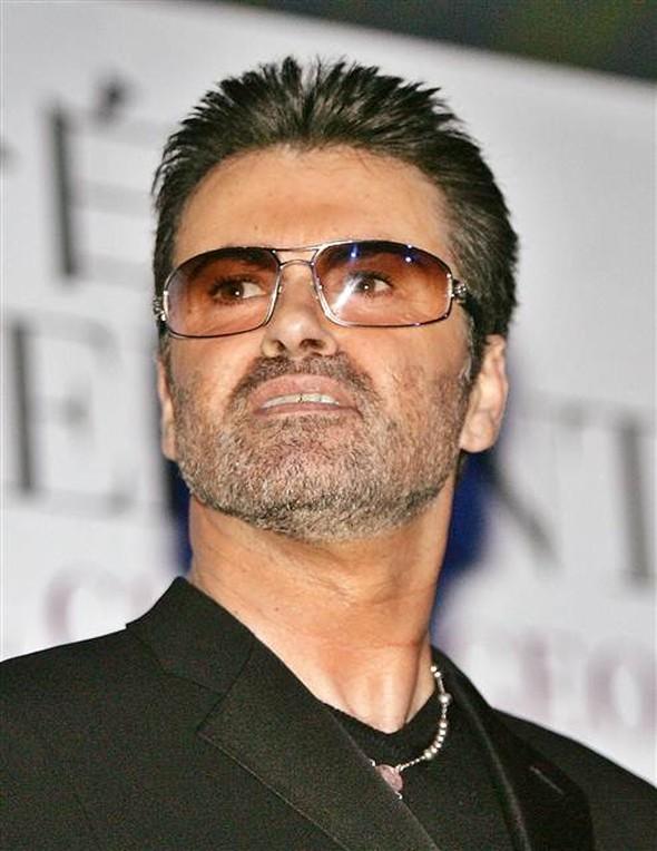 İngiliz şarkıcı George Michael, İngiltere'deki evinde ölü bulundu. Sanatçı 53 yaşında hayatını kaybetti. tarihte bugün