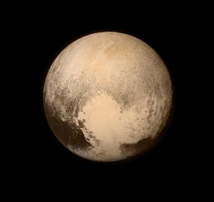 Güneş sistemi gezegenlerinden Pluto'nun ilk fotoğrafı çekildi; ancak bunun yeni bir gezegen olduğu anlaşılmadı  tarihte bugün
