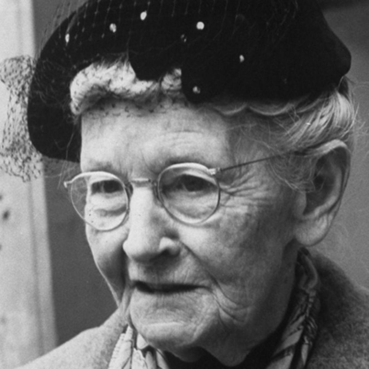 Grandma Moses, ressam (DY-1860) tarihte bugün