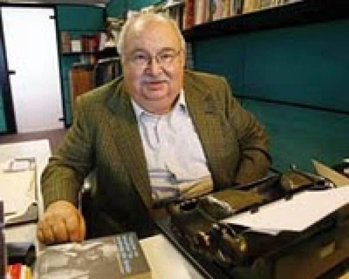 Gazeteci Hasan Pulur 83 yaşında yaşamını yitirdi. tarihte bugün