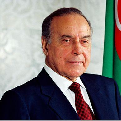 Haydar Aliyev, Azeri devlet adamı ve Azerbaycan Cumhurbaşkanı (ÖY-2003) tarihte bugün