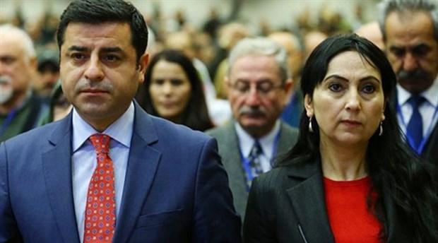 HDP'lilere yönelik gece yarısı operasyon düzenlendi. Gözaltına alınan HDP Eş Genel Başkanları Selahattin Demirtaş ve Figen Yüksekdağ ile 7 milletvekili tutuklandı. tarihte bugün