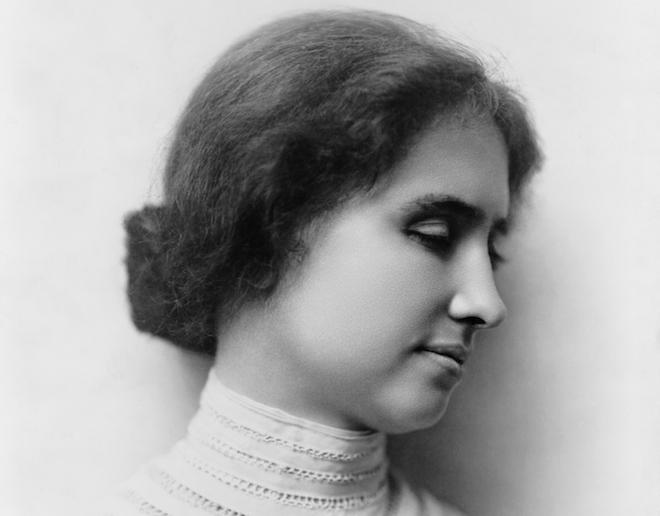 Görme ve işitme özürlü olmasına karşın kendisini bir yazar ve hatip olarak yetiştirmeyi başaran ve insan iradesinin simgesi olarak saygı gören Amerikalı kadın yazar Helen Keller. tarihte bugün