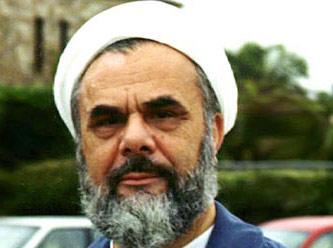 Akademisyen, din adamı, Nakşibendi eski tarikat liderlerinden Mahmud Esad Coşan Avustralya'da geçirdiği trafik kazasında yaşamını yitirdi. tarihte bugün