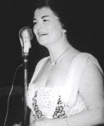 Neriman Altındağ Tüfekçi,  ilk kadın Türk halk müziği solisti ve ilk kadın şefi hayatını kaybetti. tarihte bugün