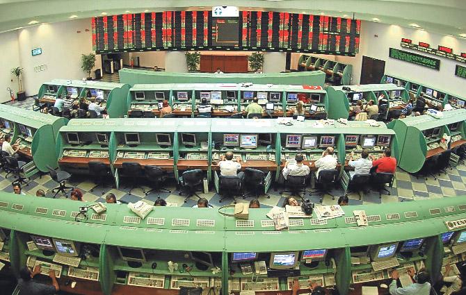 İstanbul Menkul Kıymetler Borsası'nda (İMKB) hisse senetleri alım satımı başladı. tarihte bugün