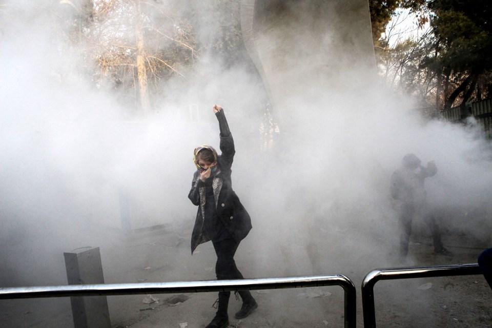 İran Yönetim Karşıtı Gösterilerde ölüler Var