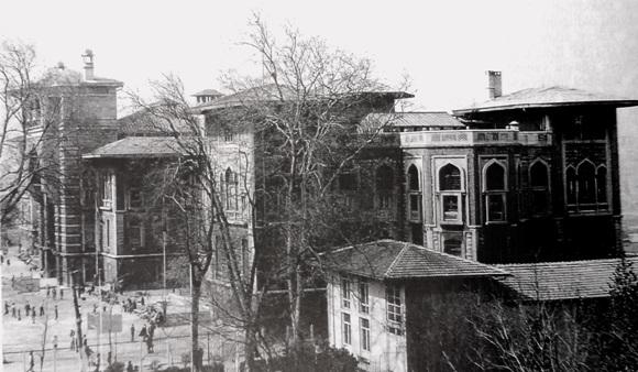 İstanbul Lisesi açıldı. Okulun ilk adı