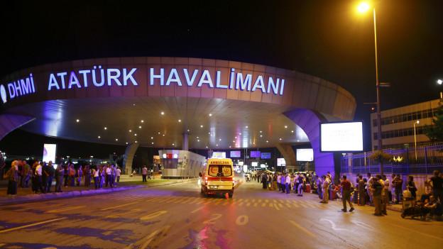 İstanbul Atatürk Havalimanında Canlı Bombalar Patladı