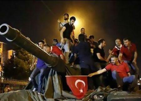 İstanbulda Köprüler Geçişe Kapandı Ankarada Uçaklar Ve Ateş