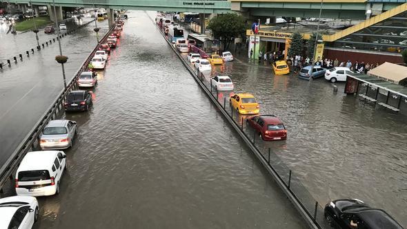 İstanbul, tarihindeki en yüksek yağış miktarlarından birini gördü. Silivride 127,84 mm olarak ölçülen yağış miktarı, 32 yıl önceki 125.5 mm rekorunu geçmiş oldu. Yağış miktarı Temmuz ayı ortalaması olan 32.5 mmi neredeyse 4 kat aştı. tarihte bugün
