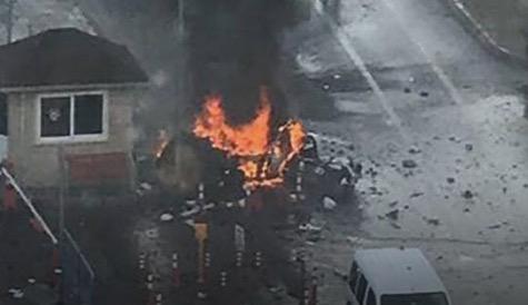 İzmir'de  bomba yüklü araçla adliyeye girmek isteyen teröristler, polisle girdikleri çatışmada bombalı aracı patlattı. Saldırıda 1 polis ile bir adliye çalışanı şehit olurken, 2 terörist de öldürüldü.  tarihte bugün