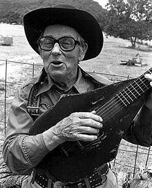Jimmy Driftwood, söz yazarı, şarkıcı (DY-1907) tarihte bugün
