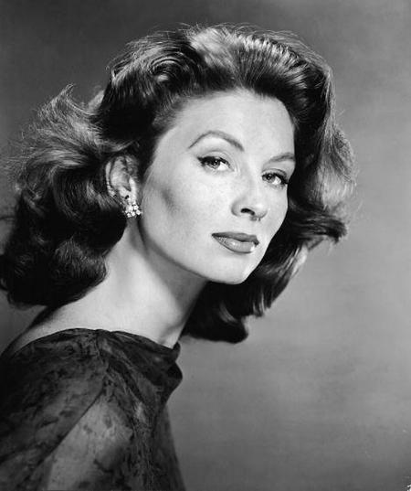 Joan Plowright, ingiliz aktris tarihte bugün