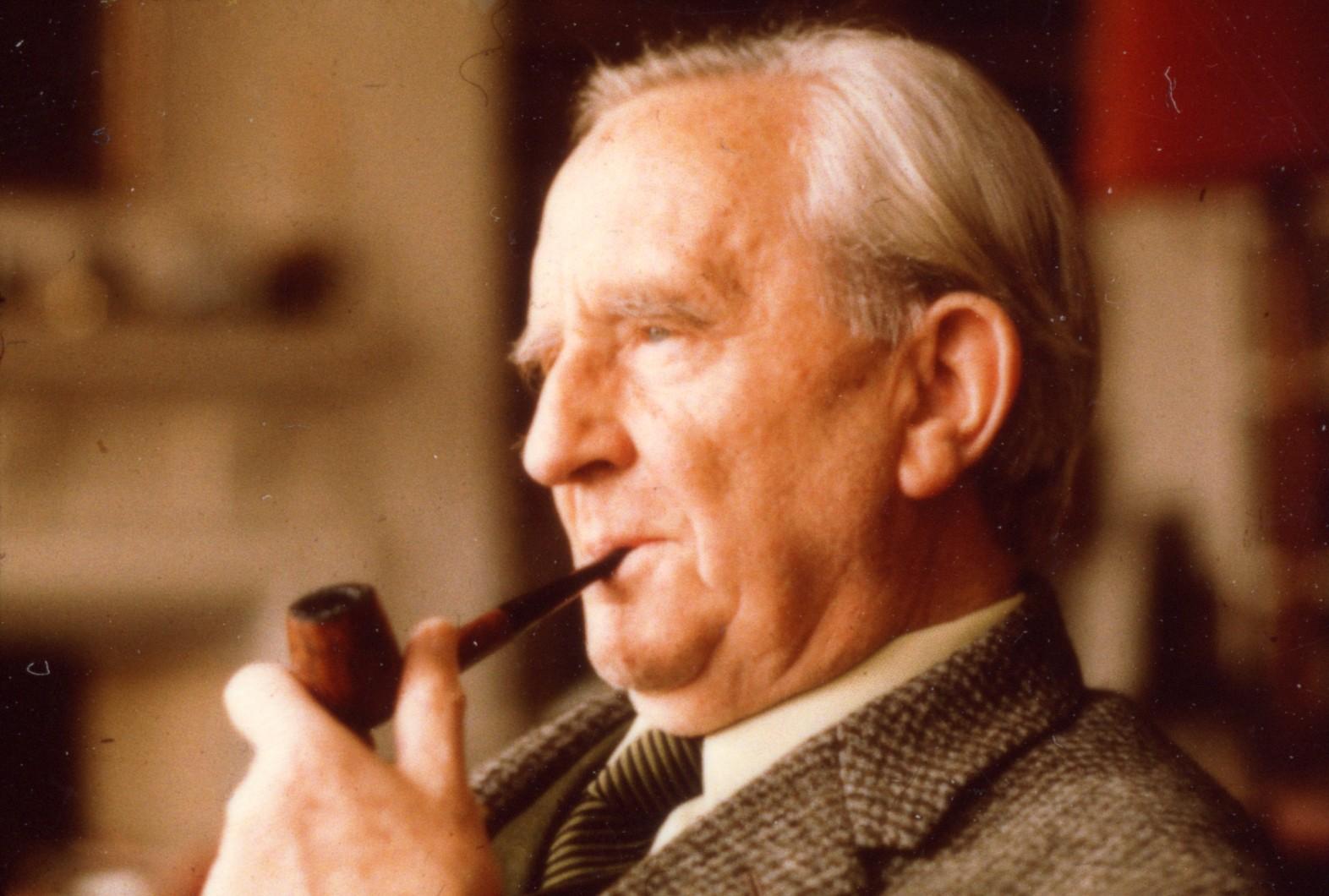1954-55 arasında yayımladığı Yüzüklerin Efendisi üçlemesiyle ünlenen İngiliz romancı ve bilim insanı John Ronald Reuel Tolkien tarihte bugün