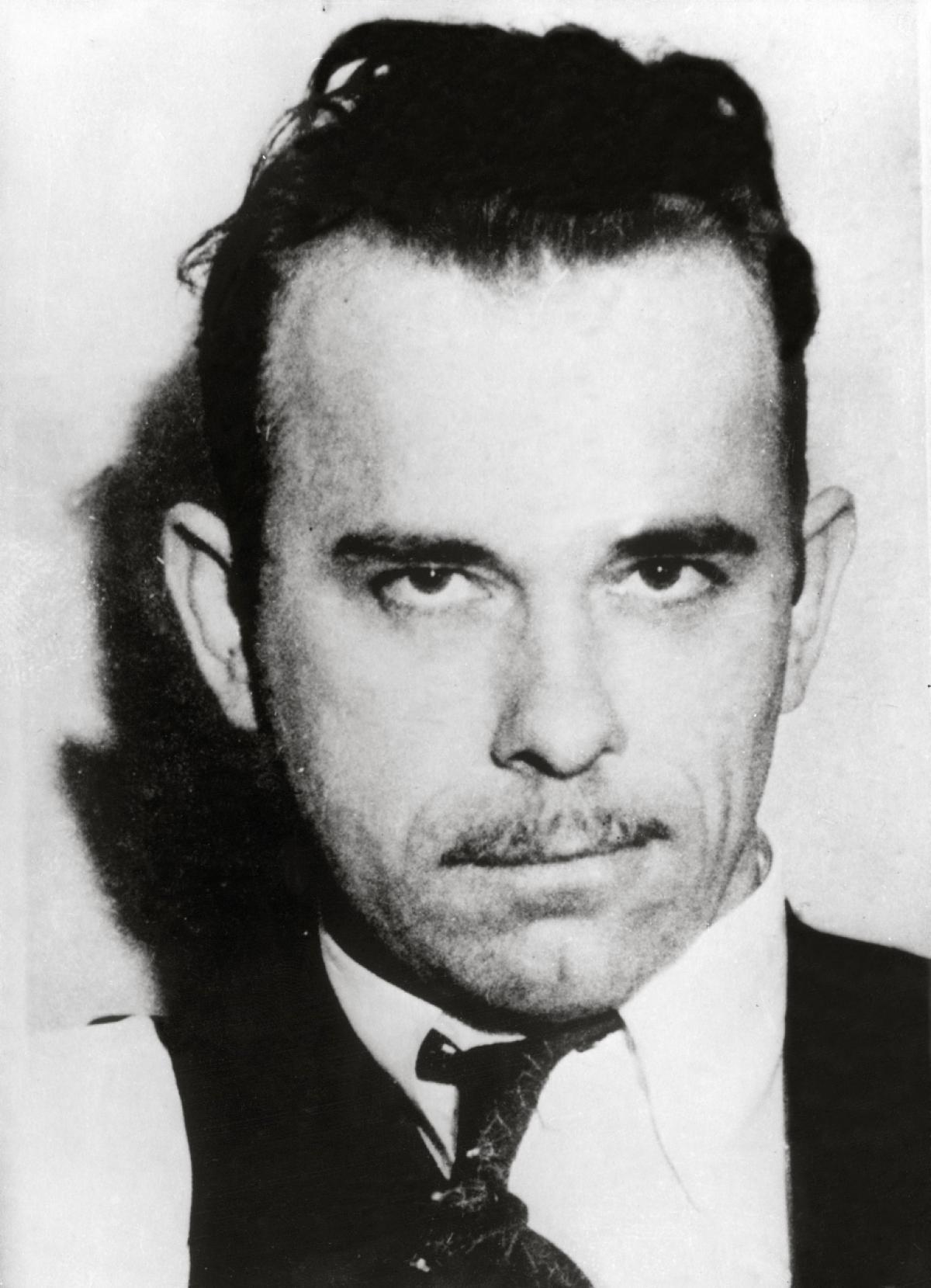 John Dillinger, Amerikanın ünlü gangsteri (DY-1903) tarihte bugün