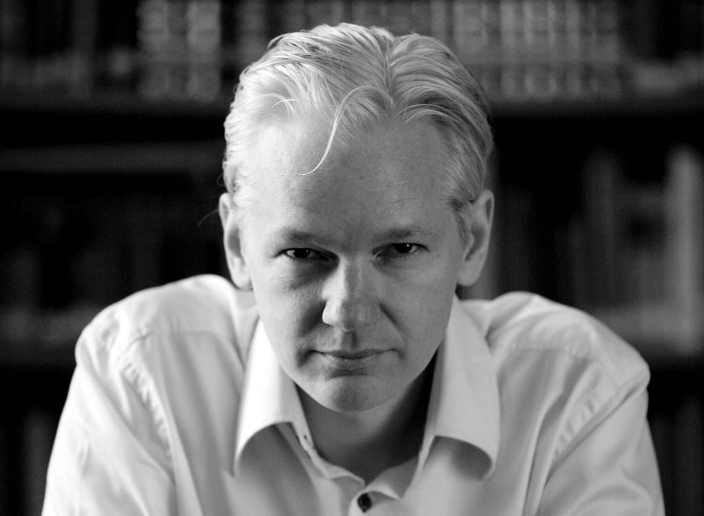 Julian Assange, Wikileaks adlı internet sitesinin editörü ve basın sözcüsü kurucusu tarihte bugün