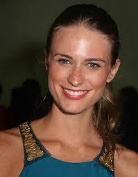 Julie Henderson, Amerikalı model tarihte bugün