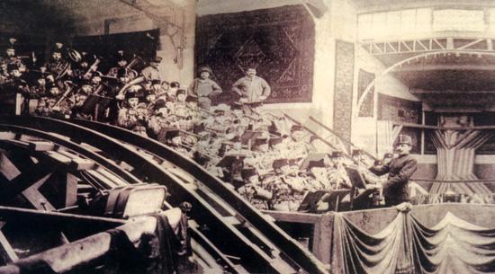 Karaköy- Beyoğlu arasında Tünel hizmete girdi. Tünel dünyanın en eski üçüncü ve en küçük metrosuydu. tarihte bugün