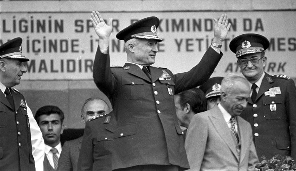 Milli Güvenlik Konseyi Başkanı Kenan Evren devlet başkanlığını üstlendi. tarihte bugün