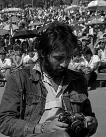 Kevin Carter, Güney Afrikalı fotoğrafçı intihar ederek yaşamına son verdi (DY-1960) tarihte bugün
