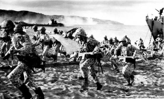 Türk Silahlı Kuvvetleri Kıbrıs'a hava indirme ve çıkarma harekatına başladı. Başbakan Bülent Ecevit,