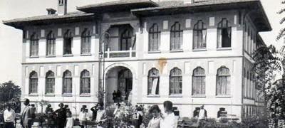 Kız öğretmen okulu Dar-ül Muallimat açıldı Sınavla 32 kız öğrenci alındı. tarihte bugün