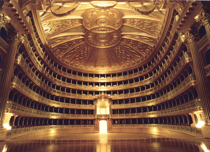 La Scala Opera binası Milano'da  açıldı. tarihte bugün