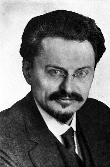 Lev Troçki, Rus devrimci (DY-1879) tarihte bugün