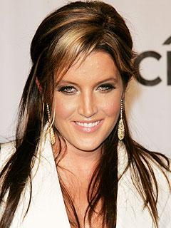 Lisa Marie Presley, Amerikalı Rock şarkıcısı (Elvis Presleynin kızı) tarihte bugün