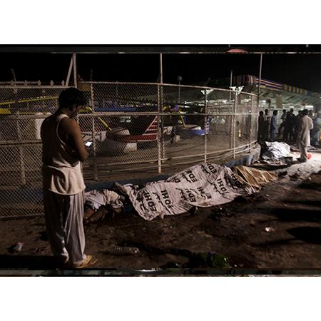 Pakistan'nın Pencap eyaletinin başkenti Lahor'da bir  lunaparkta düzenlenen terör saldırısında,  63 kişi hayatını kaybetti. tarihte bugün