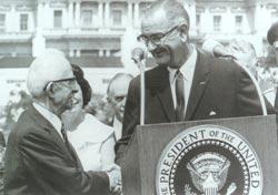 Amerika Birleşik Devletleri Başkanı Lyndon Johnson'ın eski Başbakan İsmet İnönü'ye gönderdiği mektup Meclis'te görüşüldü. Mektupların kamuoyuna açıklanması istendi. tarihte bugün