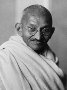 Hindistan'ın bağımsızlık lideri Mahatma Gandi. tarihte bugün