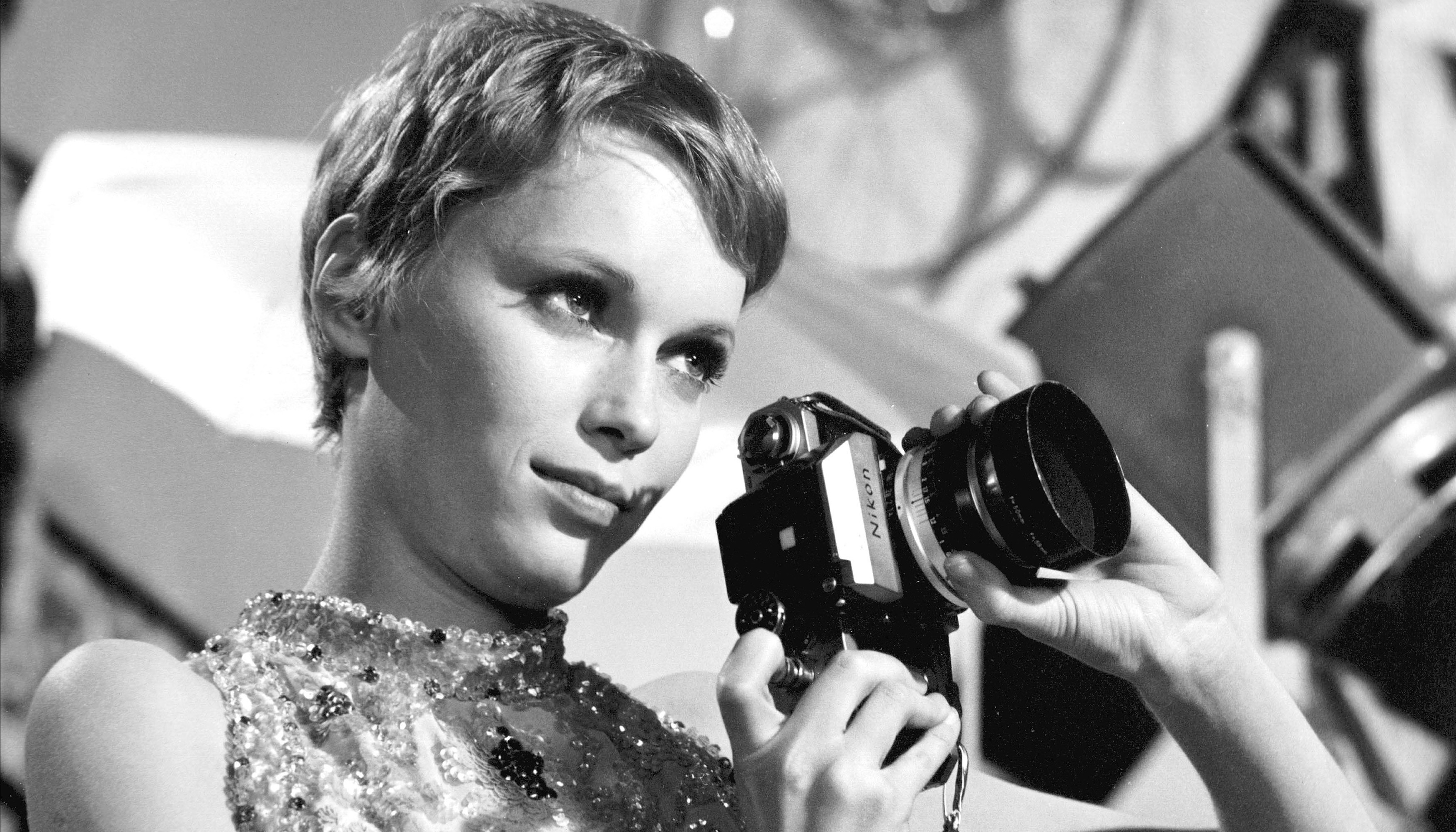 Mia Farrow, Amerikalı oyuncu tarihte bugün