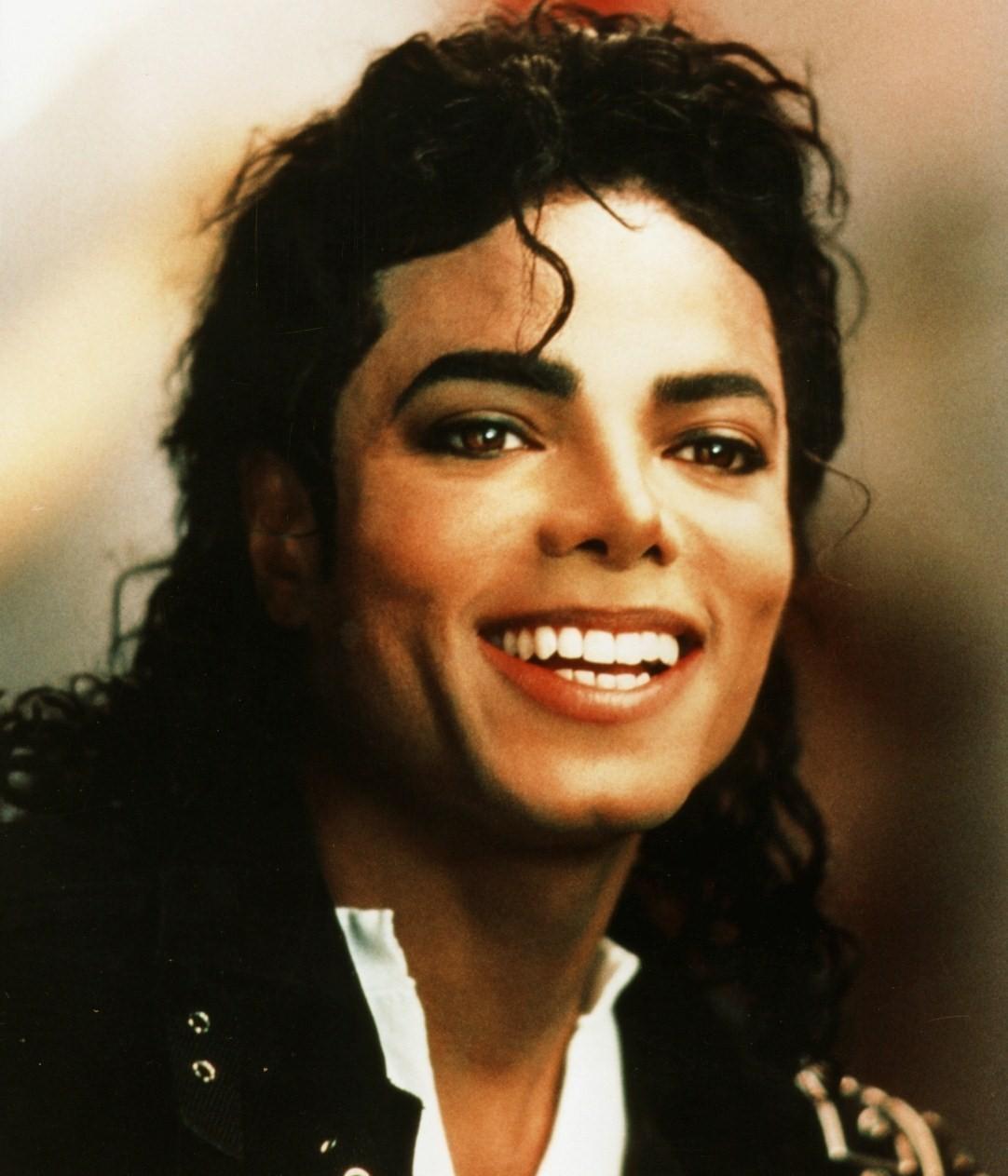 Dans ve müziğin efsane yıldızı Michael Jackson öldü. Jackson 50 yaşındaydı. tarihte bugün