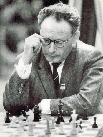 Mikhail Botvinnik, Sovyet dünya satranç şampiyonu (ÖY-1995) tarihte bugün