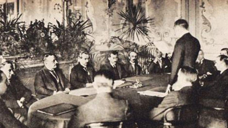 Birinci Dünya Savaşı'ndan yenik çıkan Osmanlı devleti ile galip devletler arasında Mondros Mütarekesi imzalandı. tarihte bugün